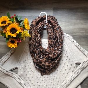H&M Infinity Scarf Leopard Print oblong One Size
